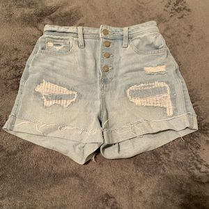 Light washed patched waist snatching curvy shorts